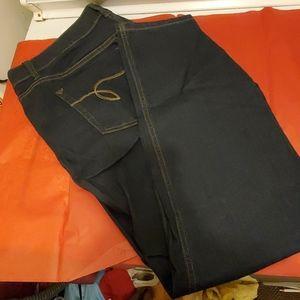 NWT Avenue skinny jeans